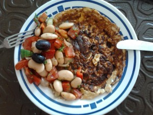 Raclette-Omelette mit Weisse-Bohnen-Salat