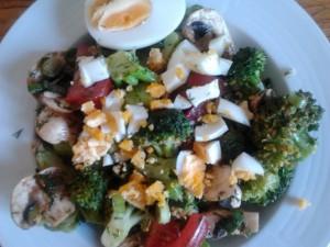 Brokkoli-Salat mit Ei